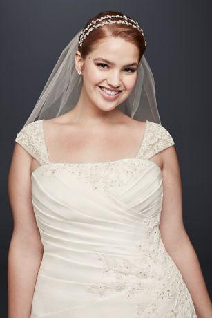 343bba597 Vestido de novia con aplicación de satén y manga larga con apliques ...