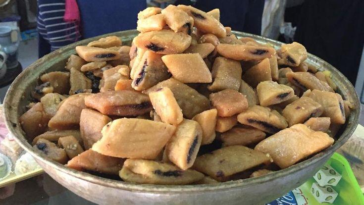 I makroud o makrout sono un dolce tipico che i tunisini attribuiscono alla tradizione di  Kairouan, città che ospita tra l'altro una splendida, storica moschea.  In realtà, questi dolcetti  a base di