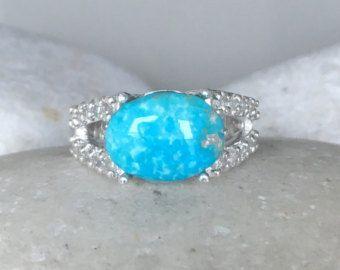 Una hermosa flor en forma de diamante brillante sin conflicto artesanal en sólido hace de oro k 18 una promesa de compromiso hermoso o anillo de diamante apilable. Envuelto en una caja lista para regalar.  Este listado está para el 1 anillo Este anillo es una VENTA FINAL  Información de anillo ------------------------------- 14 k oro macizo G Color, claridad VS 0.16cts Grosor de la caña Tamaño del anillo modelo 5  ---> Por favor tenga en cuenta hay un cargo adicional, si tenemos al anillo…