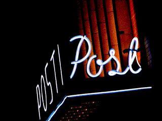 Satu Ylävaaran valokuvia: Postitalo yöllä
