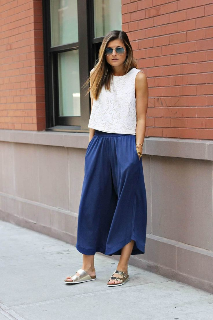 Idée et inspiration look d'été tendance 2017   Image   Description   Boy Meets Girl | ZARA blue jersey relaxed culottes, Forever 21 white lace shell top, Shop Prima Donna gold slide sandals, casual street style, NYC street style, relaxed outfit, summer fashion, summer outfit ideas, fashion...