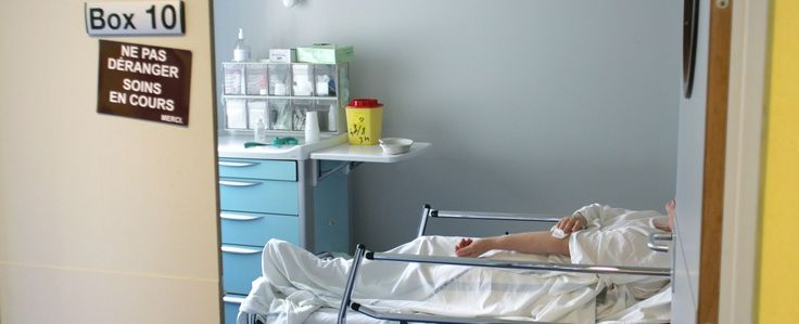 Johan souffrait d'une hernie inguinale droite, il a été opéré du côté gauche. Si le petit patient a depuis été réopéré du bon côté, ses parents ne décolèrent pas.