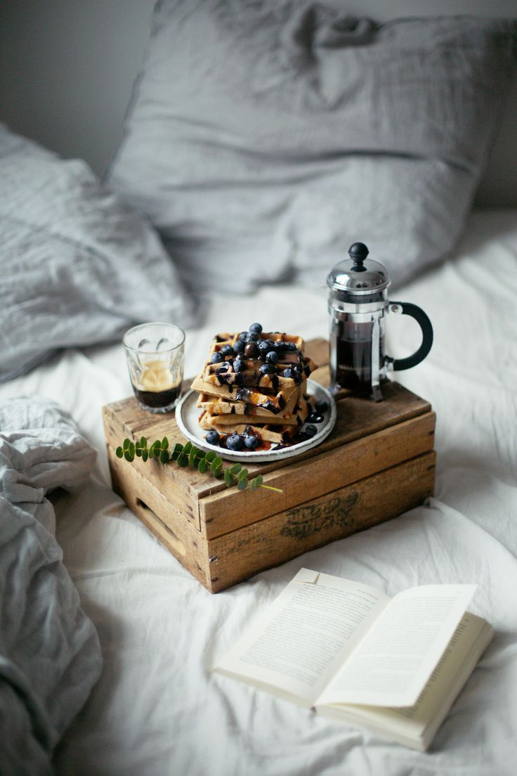 Instead of using a tray to bring your loved one breakfast in bed, why not try something like this adorable old vintage box?