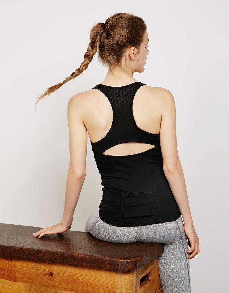 Maglietta sportiva tecnica con spalline stile nuoto e rete. Scopri questo e molti altri capi su bershka.com con nuovi prodotti ogni settimana
