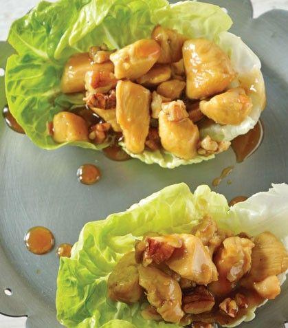 Tacos de lechuga con pollo asiático