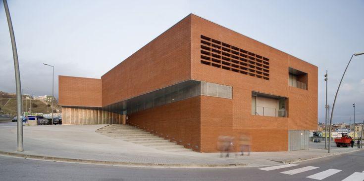 aq4 Arquitectura    Centro de Atención Primaria de Blanes (Girona, España)    2007