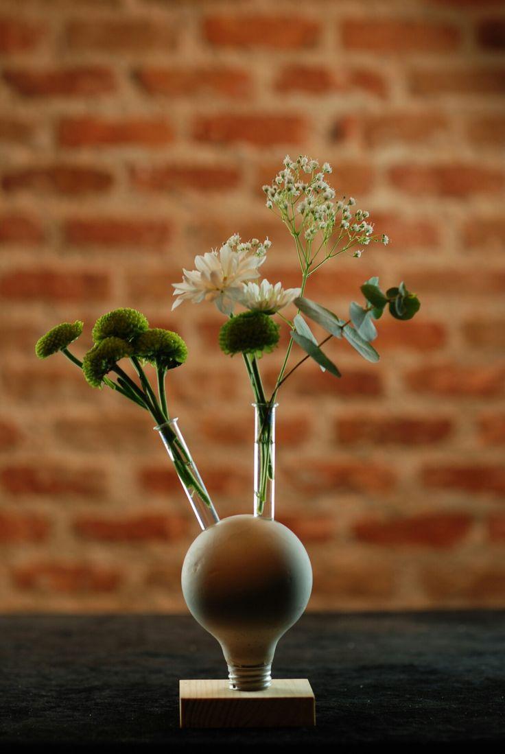 #flor #florero #diseño #ponunaflor #flores #floreros #desing #flowervase #bombilla #margaritas