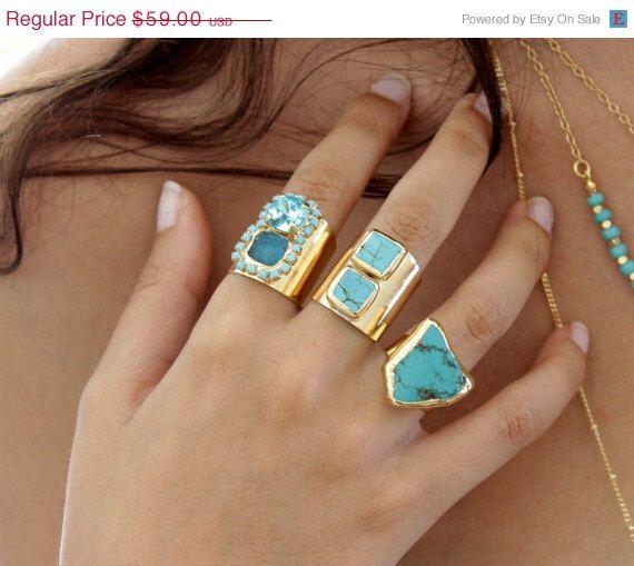 VENTE Raw Turquoise bague, anneau de pierre gemme Raw, minérale bague Turquoise & 24 K Gold ring, bijoux Turquoise, Design par Inbal Mishan. par inbalmishan sur Etsy https://www.etsy.com/fr/listing/204771208/vente-raw-turquoise-bague-anneau-de