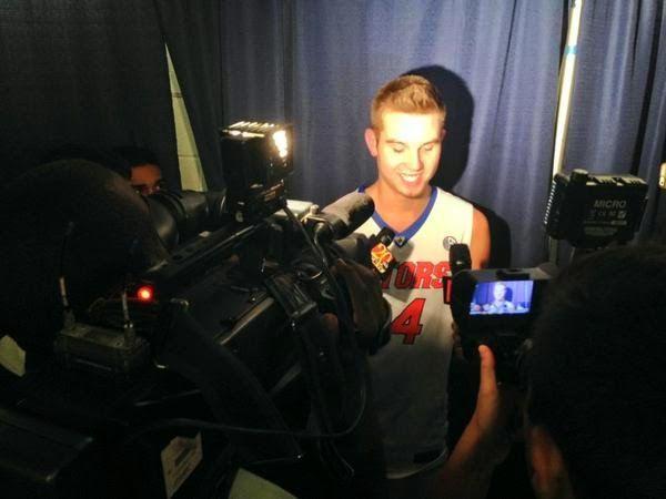 Garoto sem parte do braço estreia no basquete universitário com vitória... e lição de vida | Portal PcD On-Line