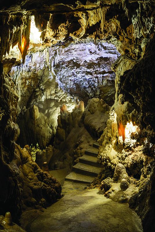 © Grotte de Saint-Cézaire - B-CELIER.  A St CEZAIRE SUR SIAGNE