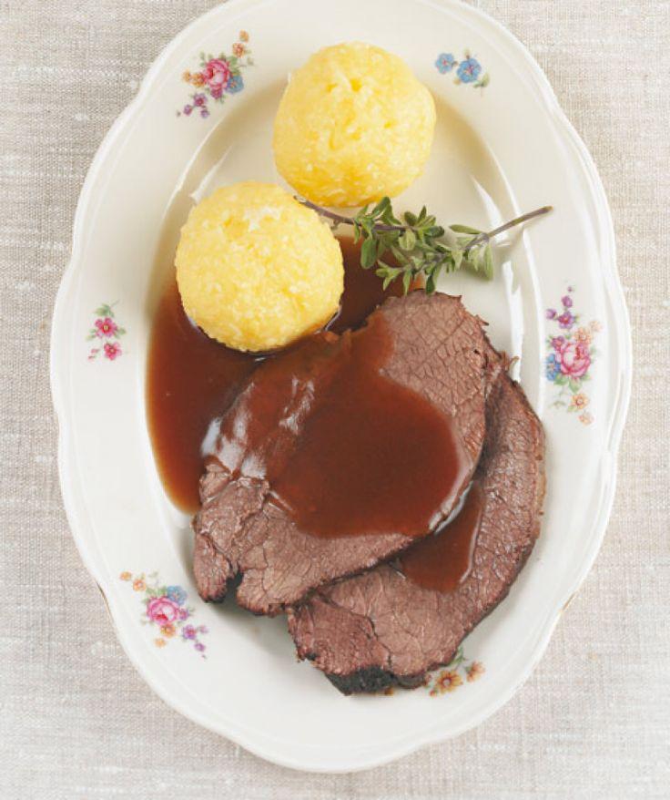 Rezept für Rinderschmorbraten bei Essen und Trinken. Ein Rezept für 4 Personen. Und weitere Rezepte in den Kategorien Gemüse, Kräuter, Rind, Alkohol, Hauptspeise, Braten (Fleisch), Backen, Braten, Grillen, Schmoren, Einfach.