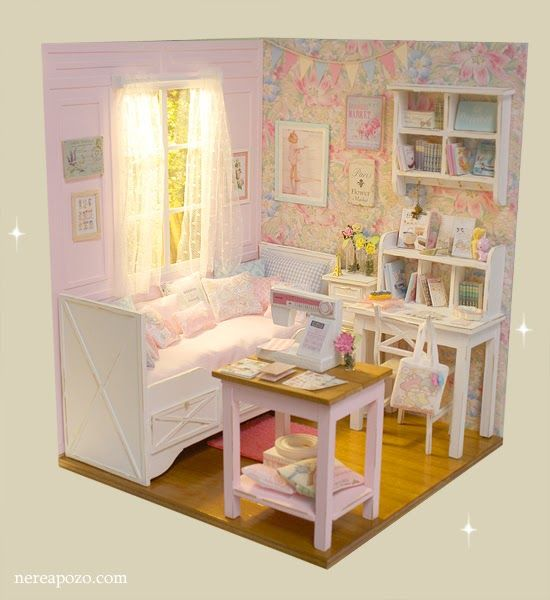 FLOWERS AT SUNRISE BEDROOM     Is in 1/6 scale , perfect for Blythe, Pulllip , Monster High , Barbie , Momoko, etc...