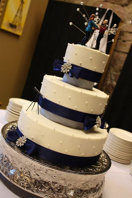 What I really like about this one are the dark ribbons, the style of cake platforms, & the snowflake pins on the ribbons.