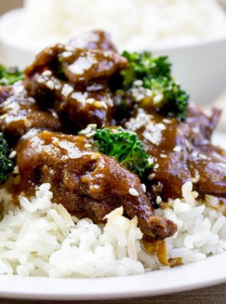 Garlic Hunan Beef is a spicy stir fried beef with garlic, ginger and thai chilies, this dish is one of the most popular Chinese food dishes you'd order at your favorite authentic restaurant.