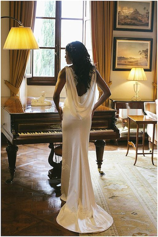 Simplicity and elegance. A wedding gown by Yemi Osunkoya http://www.kosibah.co.uk/