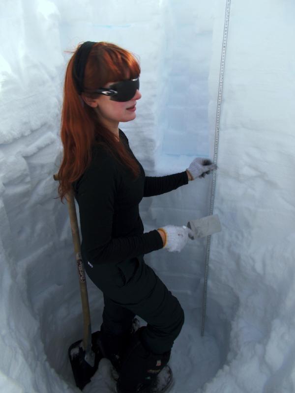 Swansea PhD student Eliza Cook, in a 2m snowpit for Icelandic tephra sampling (pic via @SwanseaTephra)