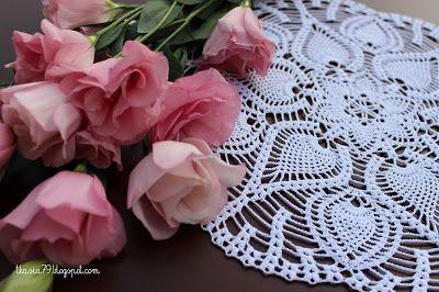 A Book of Crochet Lace. Średnica 31 cm, nici białe Anchor Aida 20, szydełko 1,0.