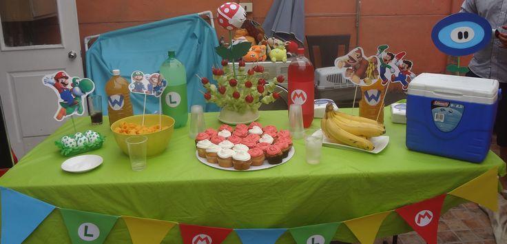 Mesa decorativa casera de Mario Bros.