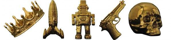 Seletti - Christmas item is een porseleinen Pistiool in een limited edition goud uitvoering. Prachtig en blits decoratie stuk voor in huis. Verkrijgbaar in een pistool, robot, kroon, schedel of een ruimteschip.