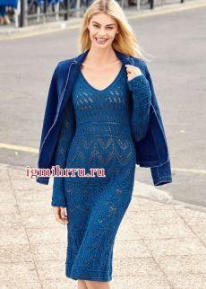 Женственное синее платье с миксом ажурных узоров. Вязание спицами