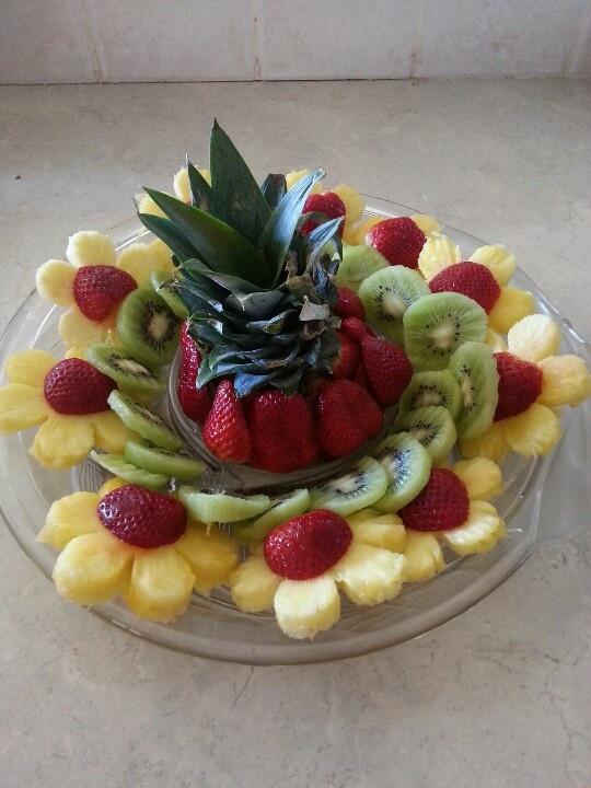 Floral fruit tray                                                                                                                                                                                 Mais