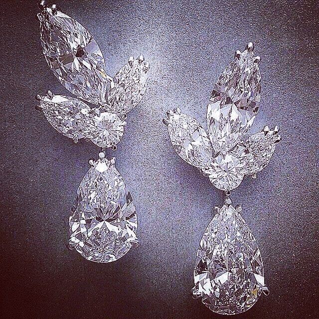 "Серьги David Morris белое золото, бриллианты огранка груша 11,28 ct & 10,63 ct D/IF ,огранка маркиз 7,21 ct D/IF , 6,02 ct D/VVS1. Бутик David Morris, галереи ""Времена года"",Кутузовский проспект,48.#unique #london #diamonds #diamonds #gold #davidmorris #earrings#jewelry #смоленскийпассаж #style"