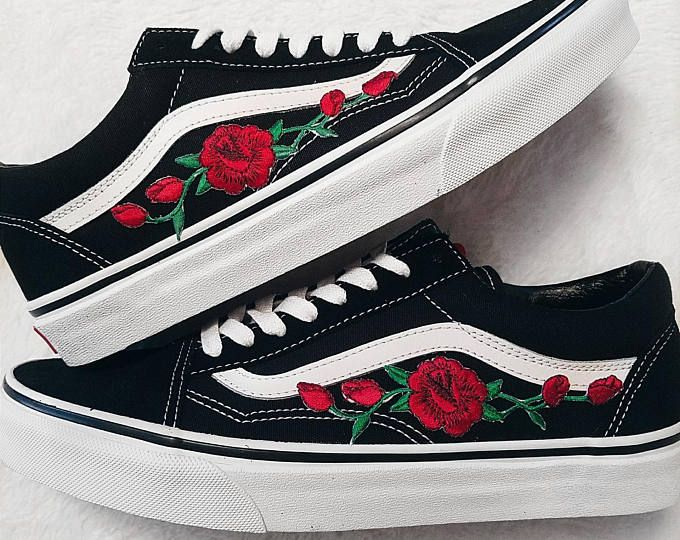 Rose Knospen Rot Blk Unisex Custom Rose Bestickt Patch Vans Old Skool Sneakers Vans Old Skool Vans Old Skool Sneaker Vans Sneakers