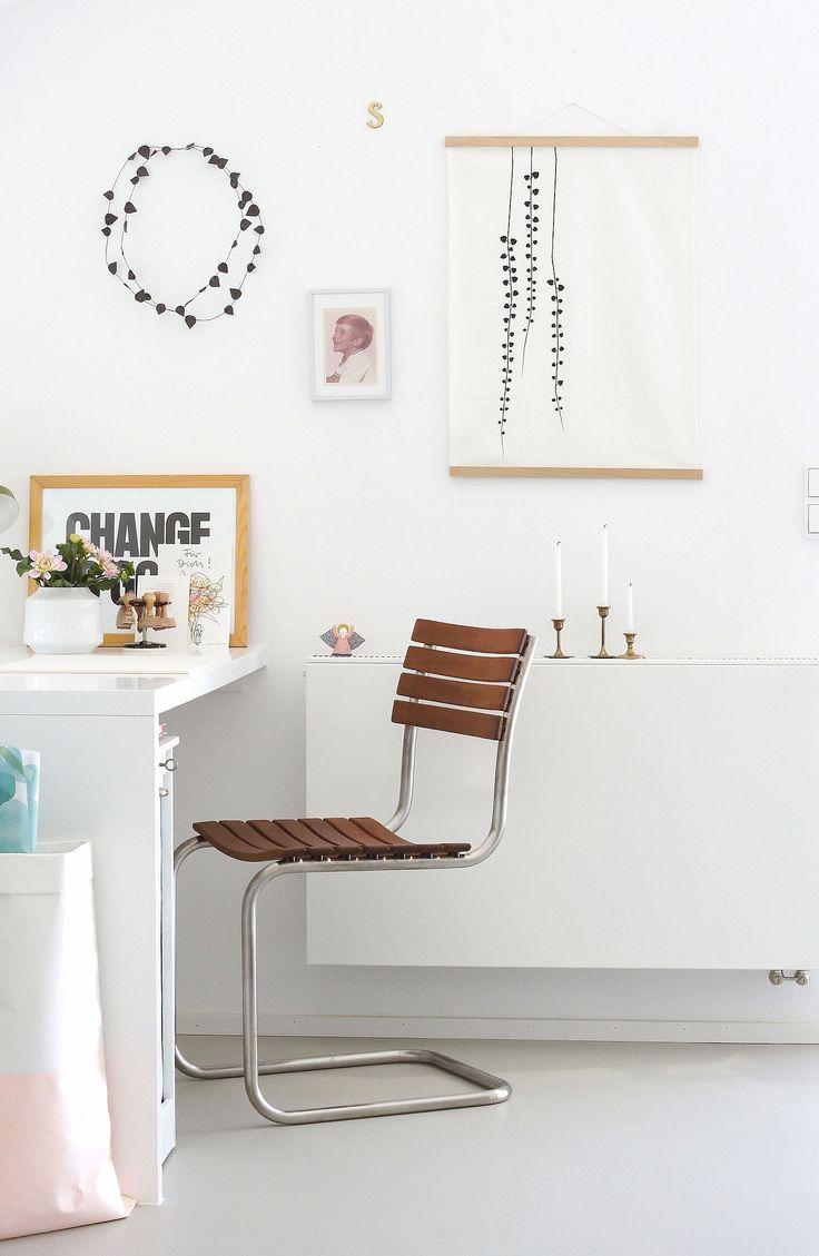 Auch im Arbeitszimmer würde der Thonet S40 sich hervorragend machen. Ich mag im Moment die Kombination aus Weiß und Holz so sehr.