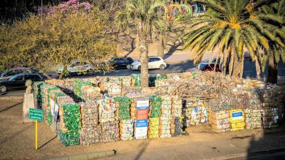 MATERIAL. La obra artistíca está hecha de residuos reciclables que se recolectan en la ciudad de Córdoba a través del Servicio de Recolección Diferenciada (Foto Cotreco).