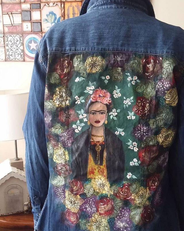 Bir #sanatıüstündeyaşat projesi daha... El boyaması, Bohem tarzda kot gömlek sevgili @seblaakkaya 'ya gelsin o zaman 😉 sanatı en güzel üstünde taşıyacak güzel insan iyi ki varsın... #kot #jean #denim #gömlek #shirt #kumaşboyama #textileart #textilepraint #handpainted #handpaint #handmadeart #handmade #sedensezer #tarchintasarim #tarchintasarım #art #creativity #creativeart #design #tasarım #boho #bohostyle #bohochic #bohemian #gypsystyle #boholook #hippie #hippiestyle #fiberart