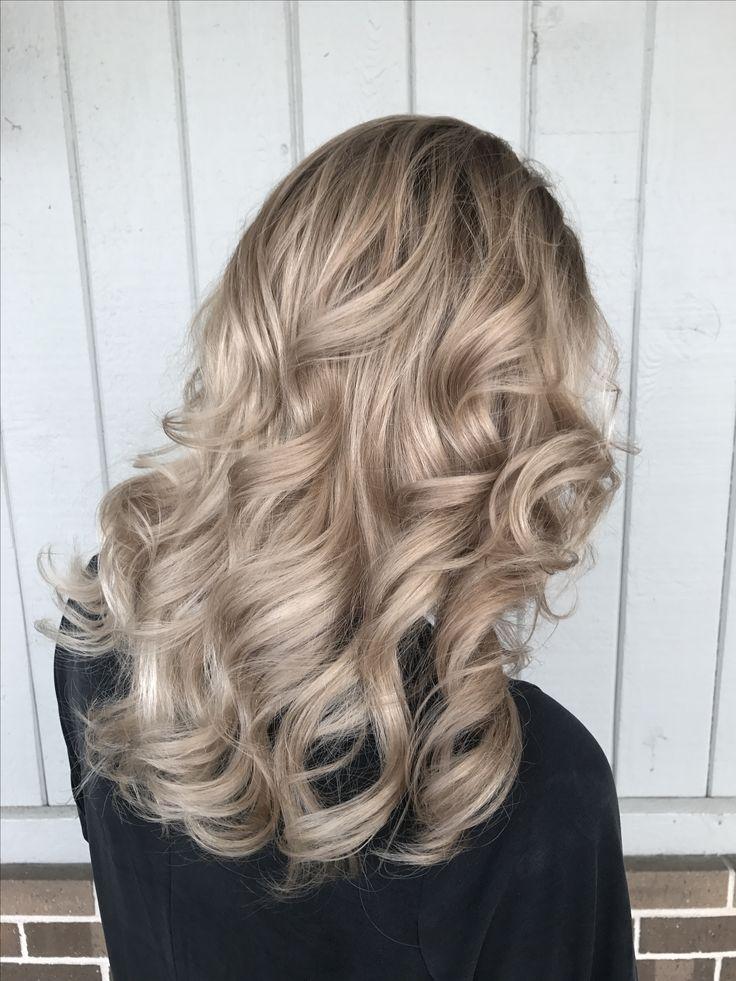 champagne beige blonde balayage