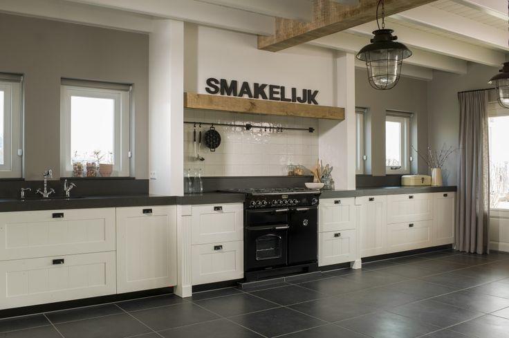 landelijke keuken met mooie tegelvloer