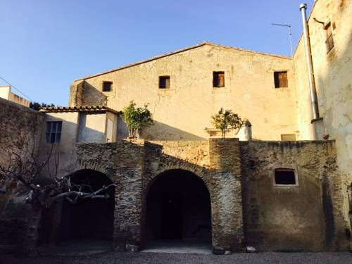 Casa del Rec del Mol� Castello d'Empuries Offering a garden and sun terrace, Casa del Rec del Mol? is set in Castell? d'Emp?ries. Aiguamolls de l'Empord? is 1.5 km from the property. Free private parking is available on site.  All units feature a seating area.