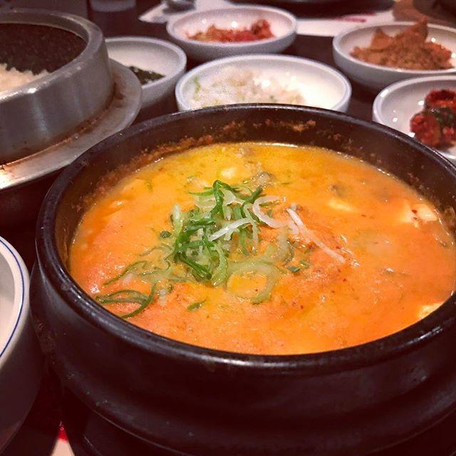 . 久々にOKIIのスントゥブ🇰🇷( ´∀`) . ここはレトルトも美味しくていつも大量に買い置きしてるけど、やっぱりお店は格別にうまい!☺︎ ここのスントゥブが1番好き♡ . #牛肉スントゥブ #国産黒毛和牛をふんだんに使用 𓇼𓇼𓇼𓇼𓇼 #OKKII#スントゥブ#純豆腐チゲ#スントゥブ専門店#韓国料理#牛肉#肉#29#黒毛和牛#国産黒毛和牛 #like4like#l4l#likeforlike#followforfollow #happy#love#good#photooftheday#instafood #instagood#instadaily#instalike#instafashion #写真好きな人と繋がりたい