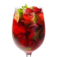 punch-recepten-vandaag Ingrediënten  - 500 ml rode port - 4 takjes verse munt - 3 limoenen, in stukjes - 2 liter ml cranberrysap - 750 ml bruisend mineraalwater - evt. bessenjenever, wodka of witte rum - 500 g bevroren rood fruit (diepvries supermarkt)