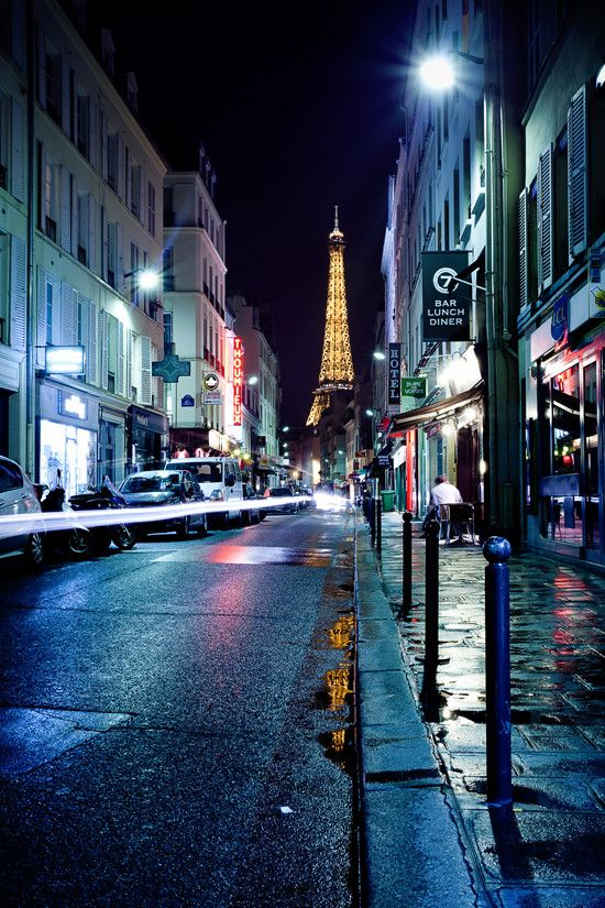 Paris Streets: Where anything can happen. <3