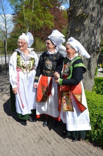 SE Ingelsta Folkdräkt. http://www.osterlenagar.se/osterlenagar/Ann-Margret/Blogg2015/bilder%202015/DSC_0006%20(332x500).jpg