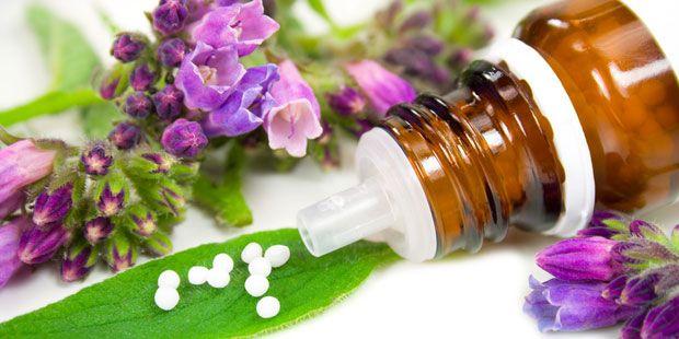 Als besonders wirkungsvoll bei der Behandlung von Rheuma zeigt sich die Naturmedizin. Diese zehn natürlichen Mittel gegen Rheuma helfen am besten.
