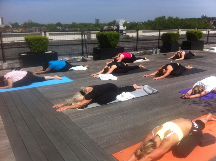 Yoga on the roof in Notting Hill - what a perfect way to start the day! #yogalondon #yoga #London