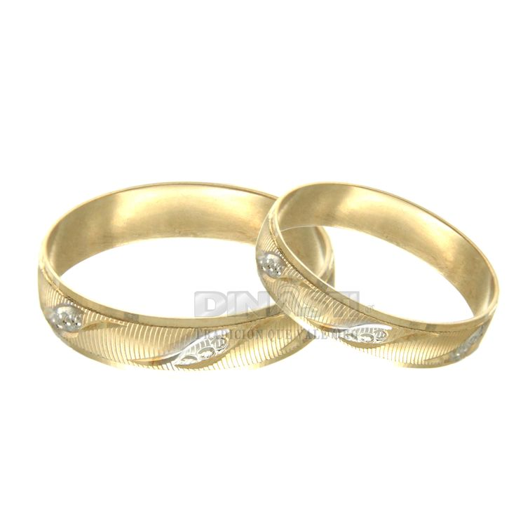 SKU 10768815 ARGOLLA HUECA MATE CON DIAGONALES DIAMANTADAS  EN BLANCO ORO AMARILLO 10 K   $1,420.33  c/u ventas@dinasti.com #anillosdecompromiso #argolladematrimonio #alianzas #compromiso #weddingday #wedding #instalove #amor #casorio #casamento #love #marriage #married #casar #casando #weddingplanner #weddingdress #bride #rings #jewelry #women #fashion #argolladeboda