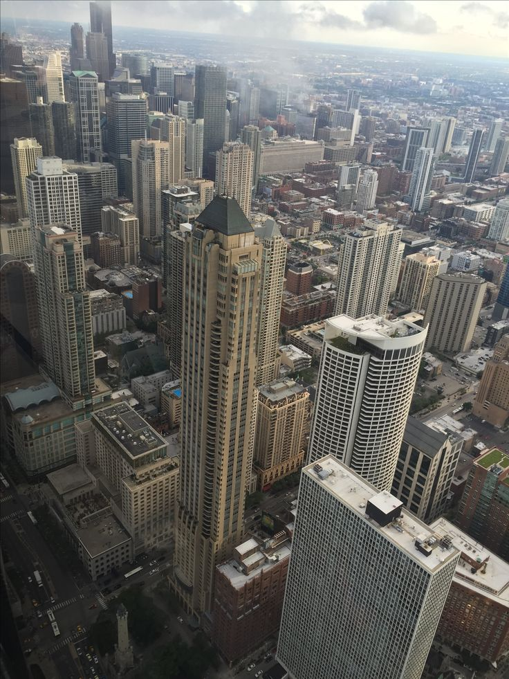 Chicago, IL. #chicago #skycraper #skyline #building