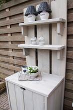 Plantenkast van steigerhout small model met deurtjes in vergrijsd transparant. YamBee-Meubelen een diversiteit aan steigerhout en massief houten meubelen