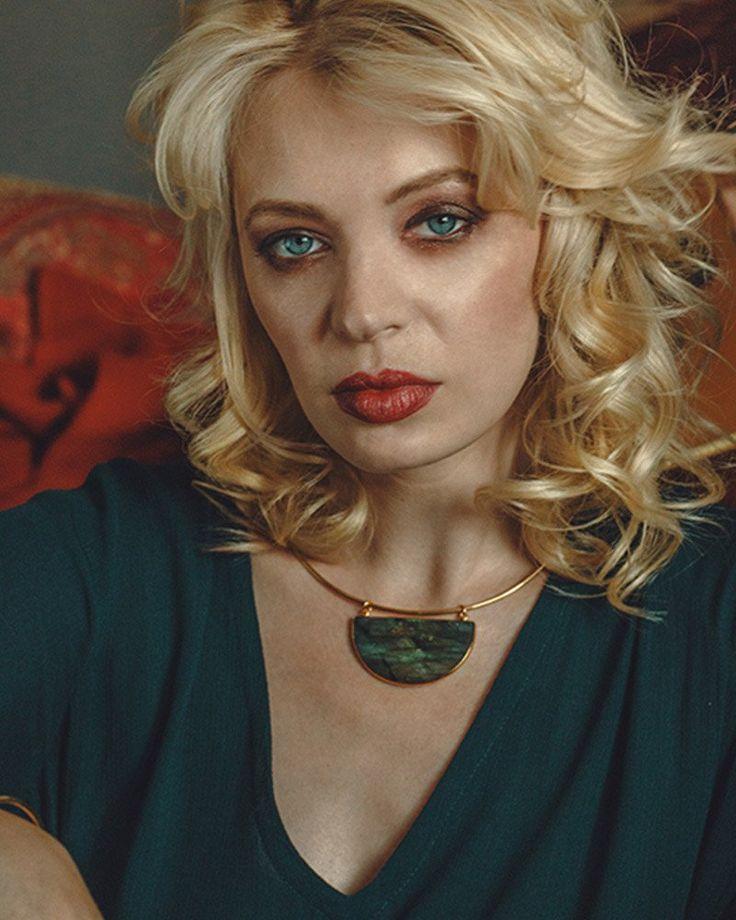elizabeth stone moon gazer gold collar
