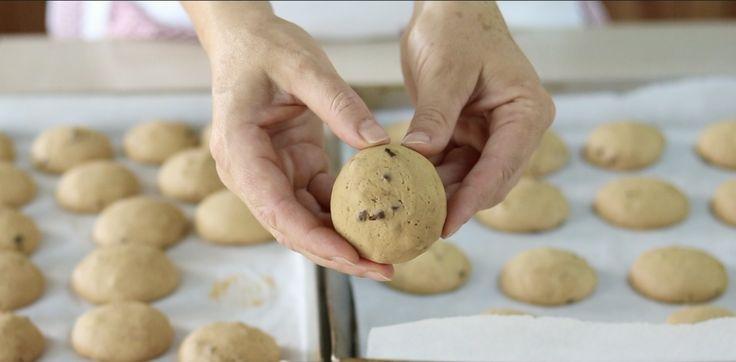 Biscotti al caffè, ricetta facile e veloce per preparare questi deliziosi dolcetti. Da gustare a colazione con il cappuccino e con il caffè della mattina