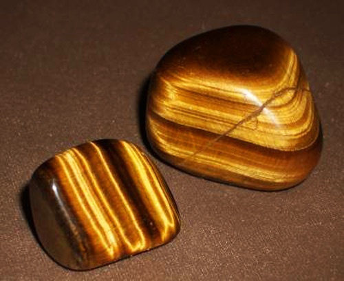 <3 TIGER'S EYE <3 Tiger Eye is a gem of protection. Tiger Eye is a grounding stone that fortifies integrity, willpower and strength. It is a stone that boosts good decision-making, brings financial success, general well-being and prosperity. Tiger Eye protects travelers and dispells illusions.