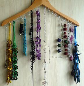 Organizador de bijuterias feito com cabide | Revista Artesanato