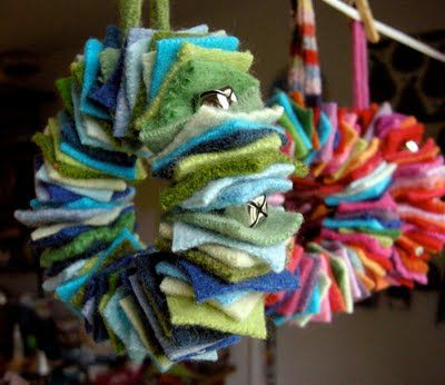Cute way to use felt scraps...love the jingle bells in between squares! You could even adapt this to make a garland.