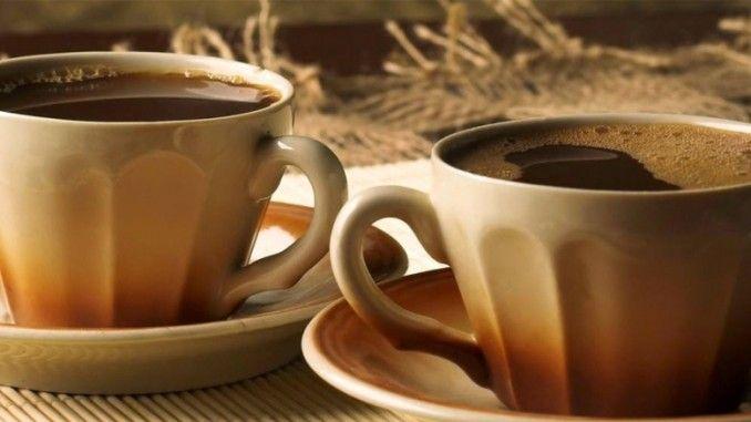 Mendengar istilah kafein, kita biasanya langsung teringat akan minuman berwarna hitam yang disebut kopi. Ya, sebagaimana namanya, kopi memiliki kandungan utama berupa senyawa kafein. Namun jangan salah, selain terdapat pada kopi,