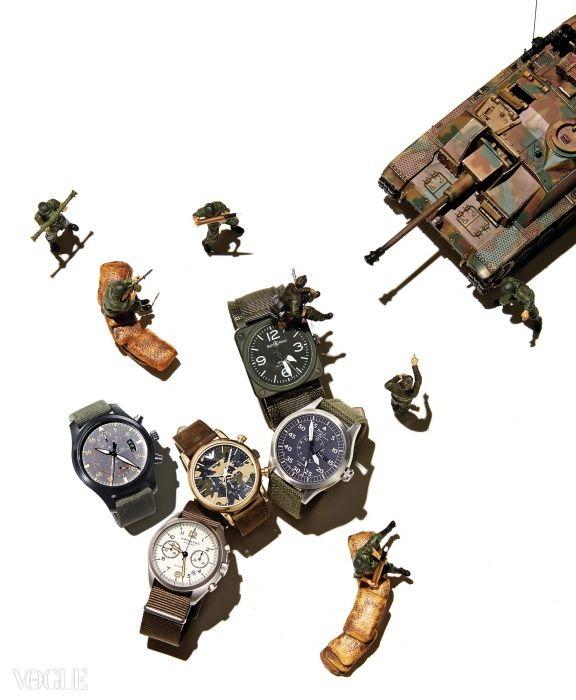 (왼쪽부터)비행기 계기판에서 영감받은 42mm의 시계는 벨앤로스(Bell&Ross), 야광 침이 특징인 클래식한 디자인의 시계는 볼 워치(Ball Watch), 카무플라주 패턴 다이얼 시계는 엠포리오 아르마니 워치(Emporio Armani Watch), 오토매틱 무브먼트의 41mm 스틸 케이스 시계는 해밀턴(Hamilton), 캔버스 스트랩의 세라믹 케이스 시계는 IWC.