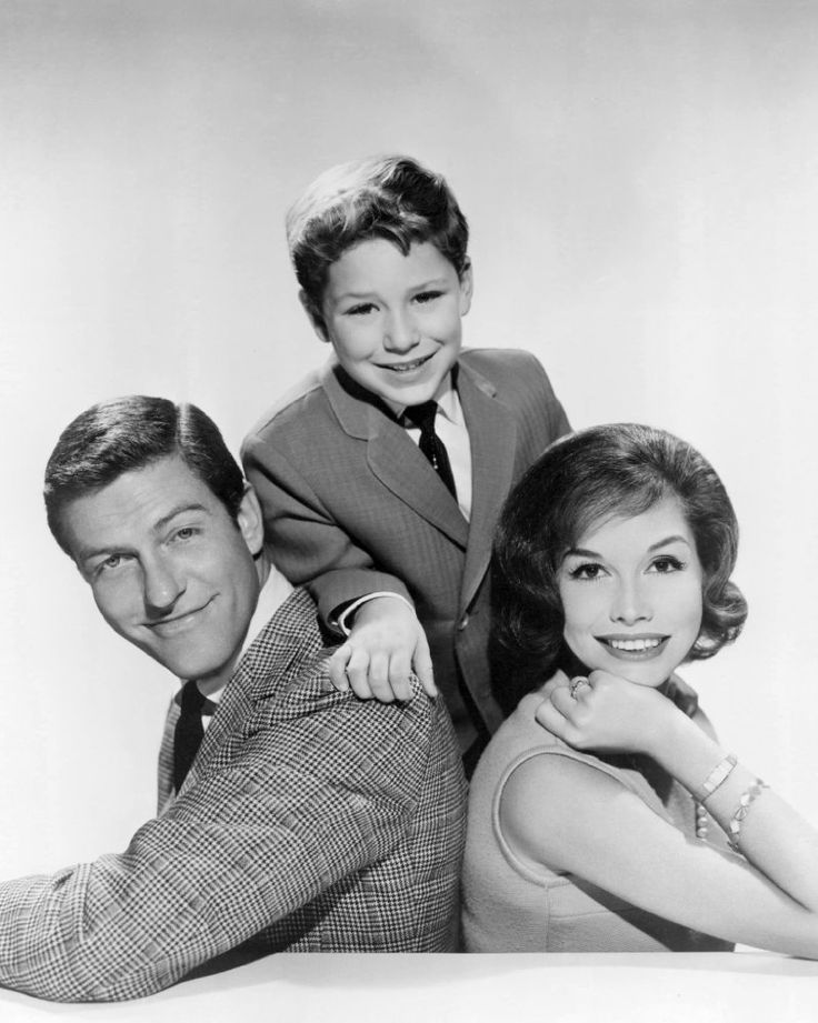 Mary Tyler Moore, Dick Van Dyke, and Larry Mathews in The Dick Van Dyke Show (1961)